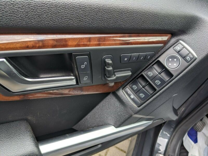 Mercedes SUV - MGL21H