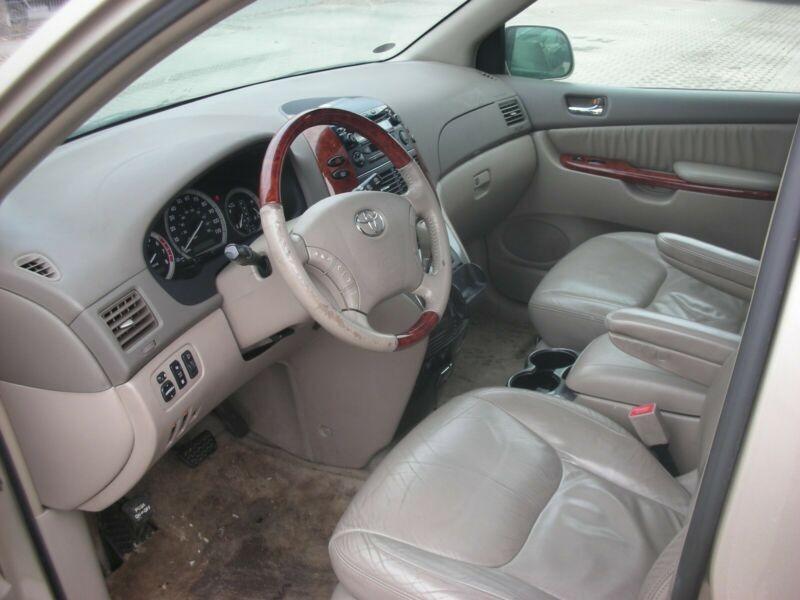 Toyota Sienna - TS33Q1
